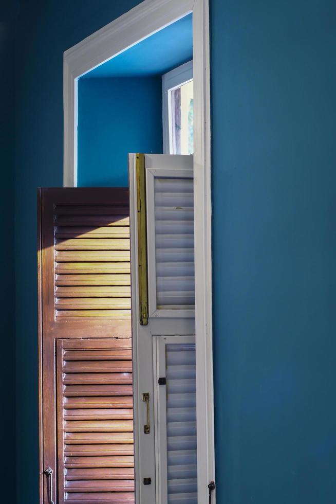 la lumière du soleil à travers la fenêtre photo