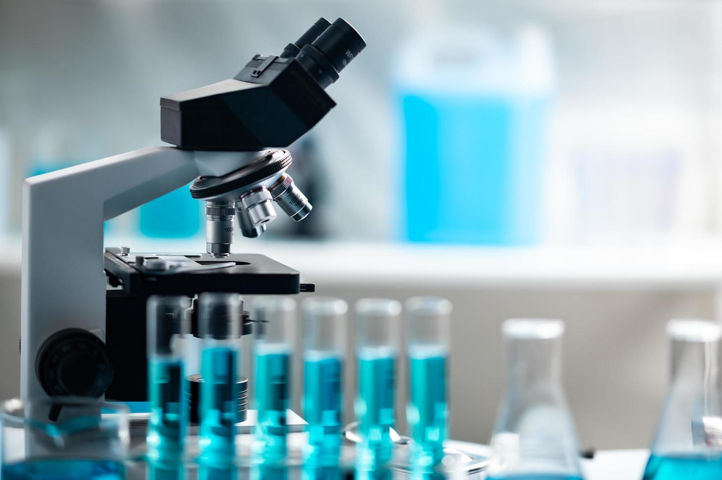 microscope dans un laboratoire photo