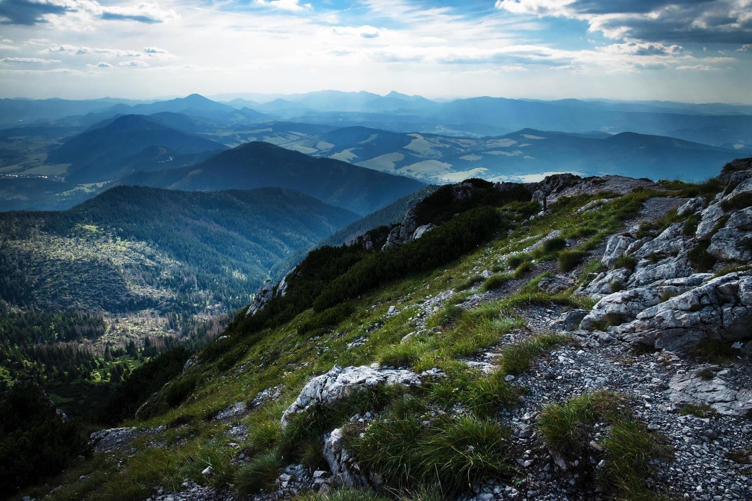 nuages sur les montagnes photo
