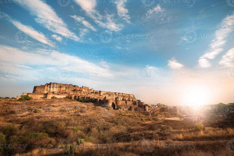 Soleil couché au fort de Mehrangarh à Jodhpur, Rajasthan, Inde photo