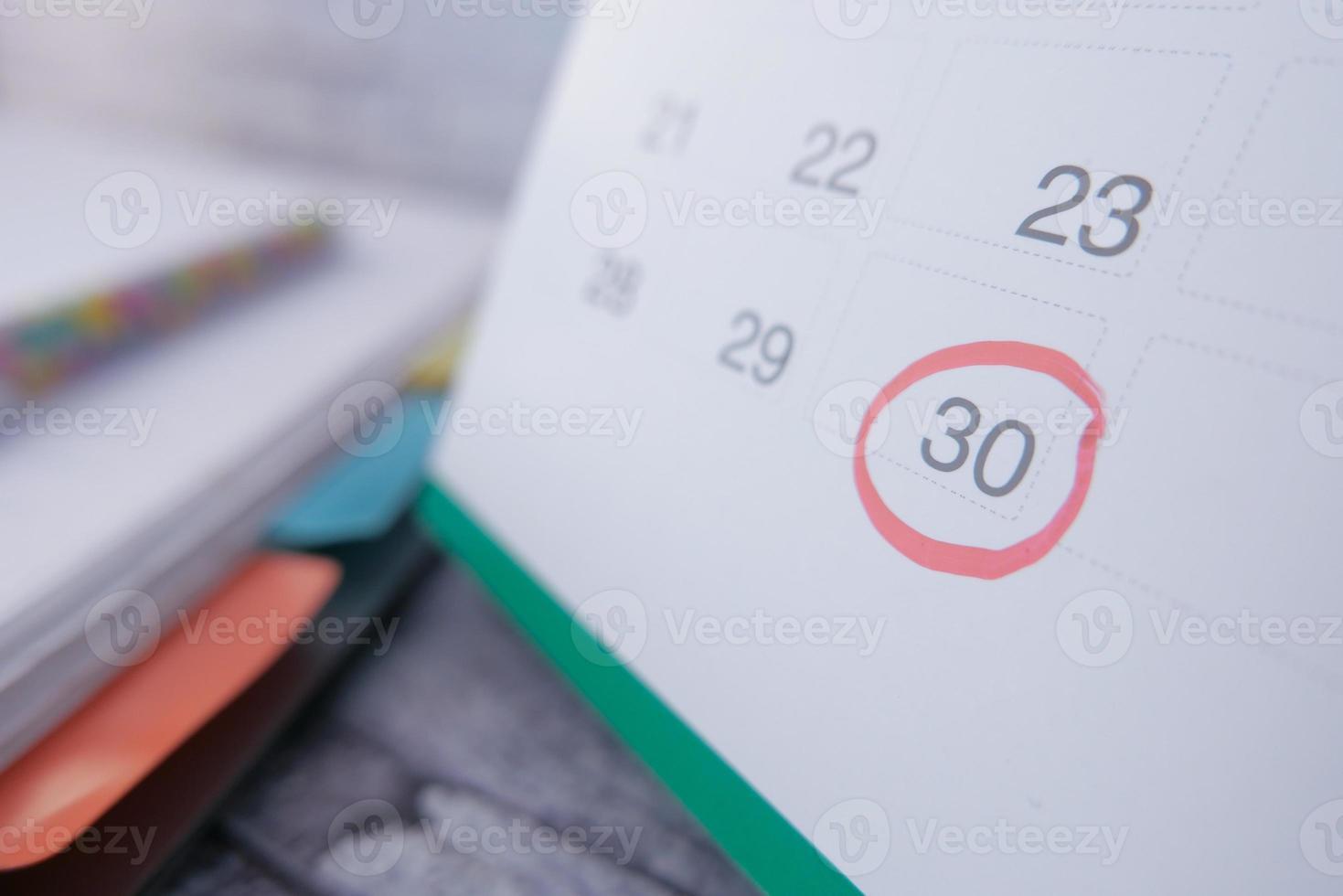 concept de date limite avec la date du calendrier encerclée photo