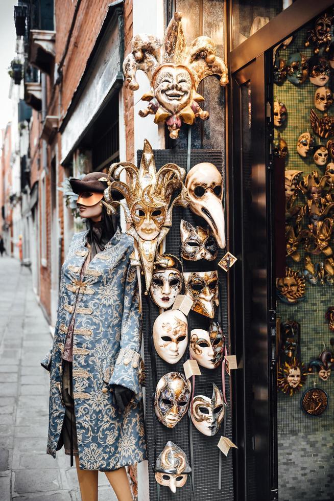 Venise, Italie 2017- vitrine vénitienne avec des masques photo