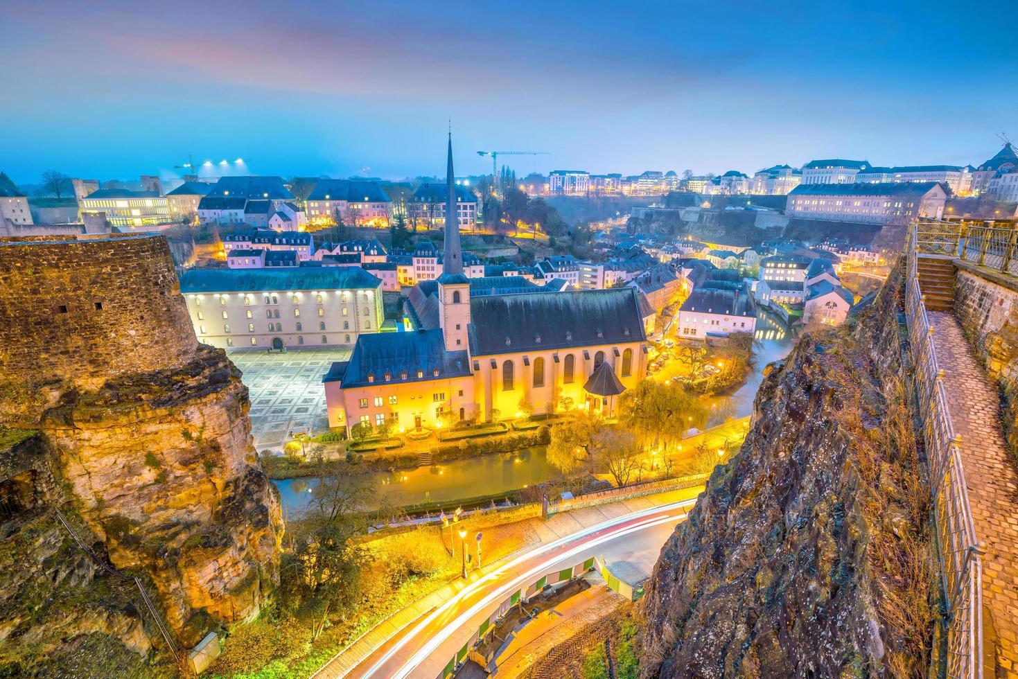 Toits de la vieille ville de la ville de luxembourg à partir de la vue de dessus photo