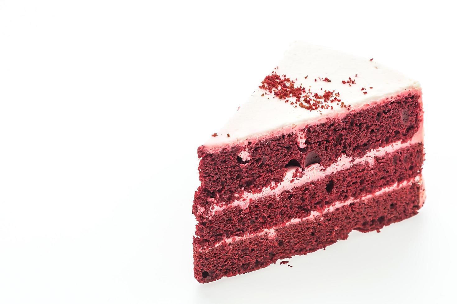 Gâteau de velours rouge isolé sur fond blanc photo