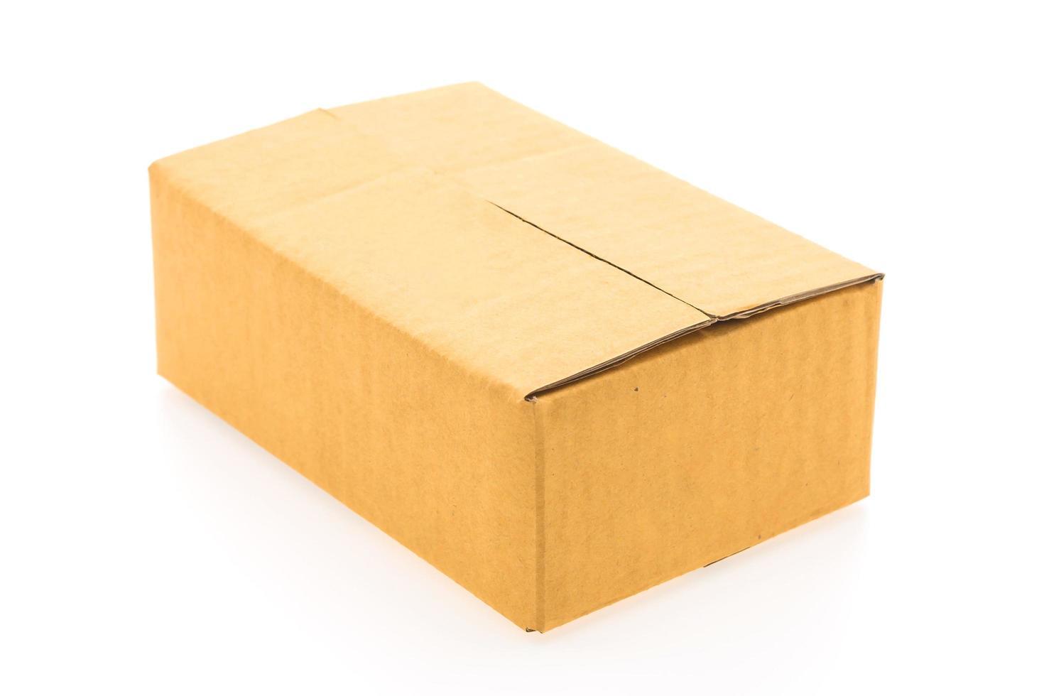 boîte brune isolée photo