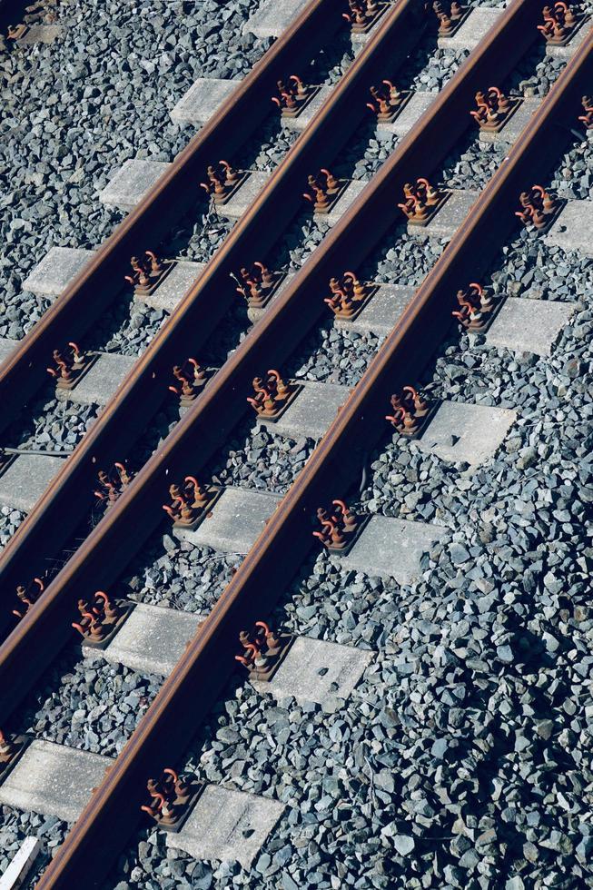 Voie ferrée de train dans la gare photo