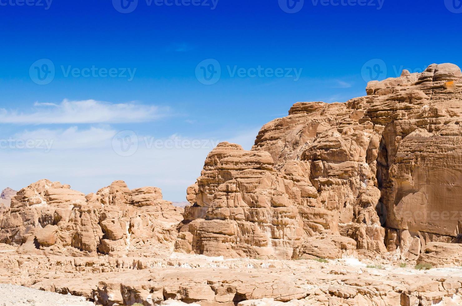 montagnes du désert rocheux photo