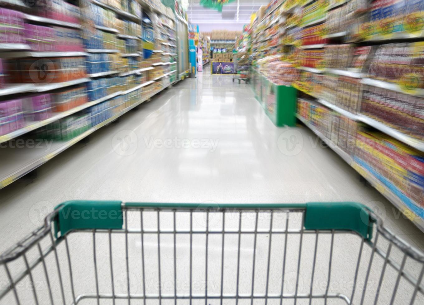 faire du shopping dans un magasin de supermarché en Thaïlande photo
