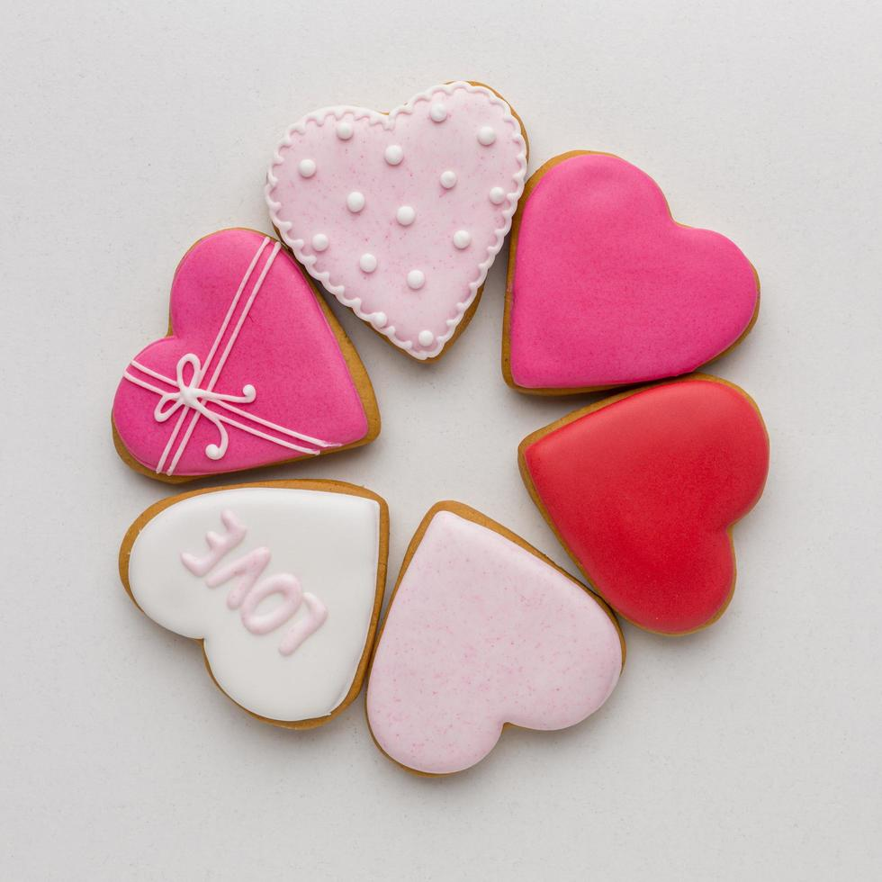 vue de dessus de délicieux biscuits de la saint-valentin photo