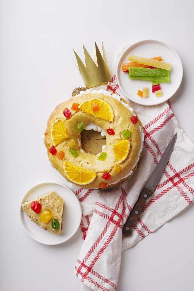 Dessert du jour de l'épiphanie vue de dessus avec des oranges d'épinette photo