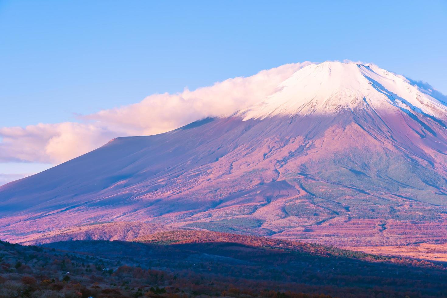 beau mt. Fuji au lac Yamanaka, Japon photo