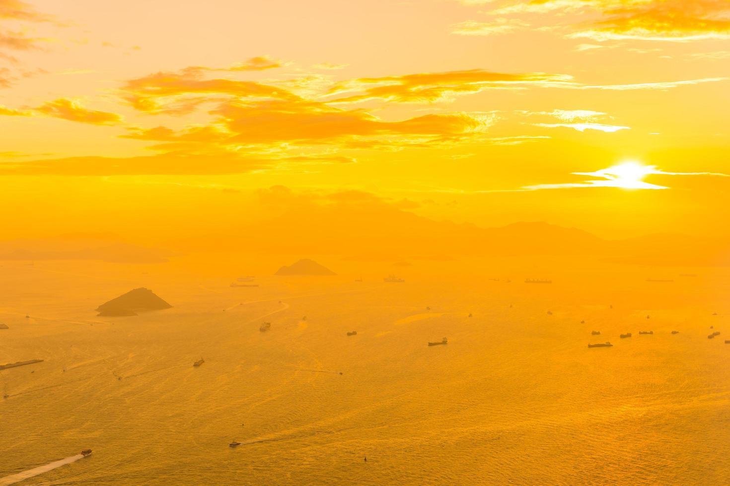 Beau coucher de soleil coloré sur hong kong, Chine photo