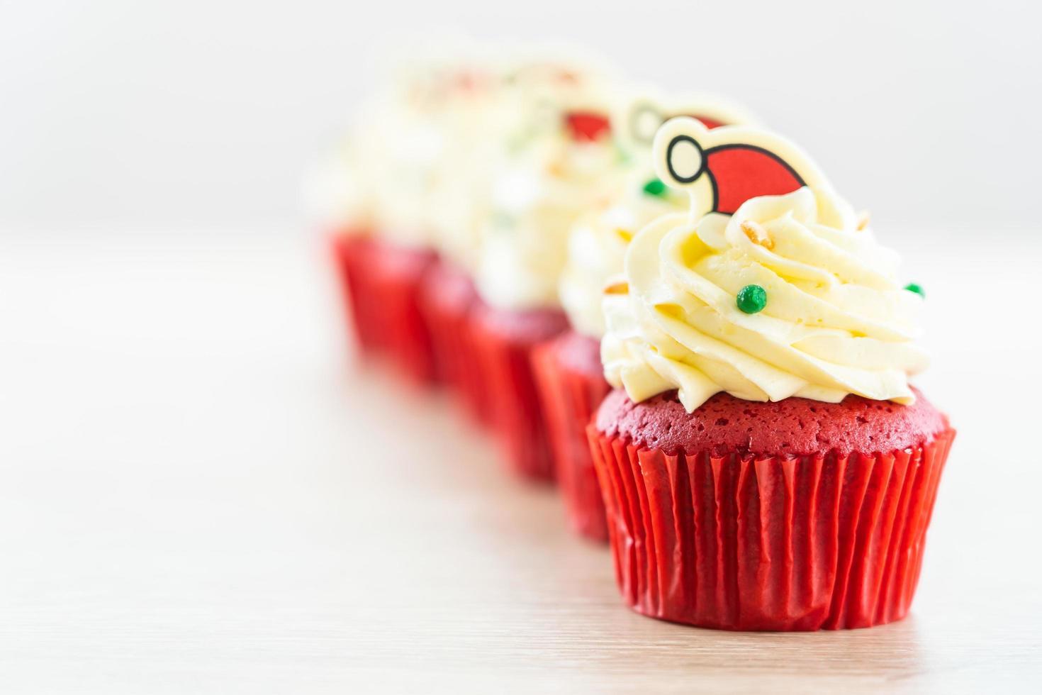 dessert sucré avec cupcake velours rouge photo