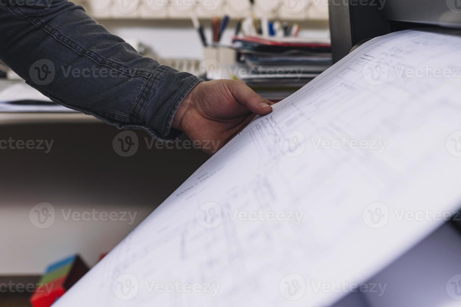 plans d'impression à la main recadrée photo