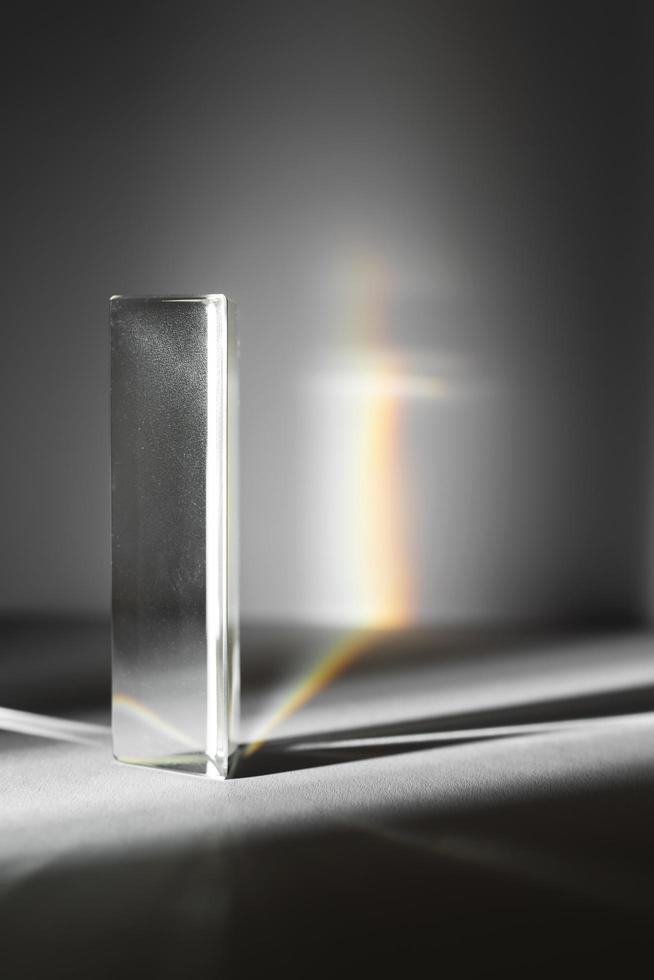 fond de réflexion de prismes de lumière colorée photo