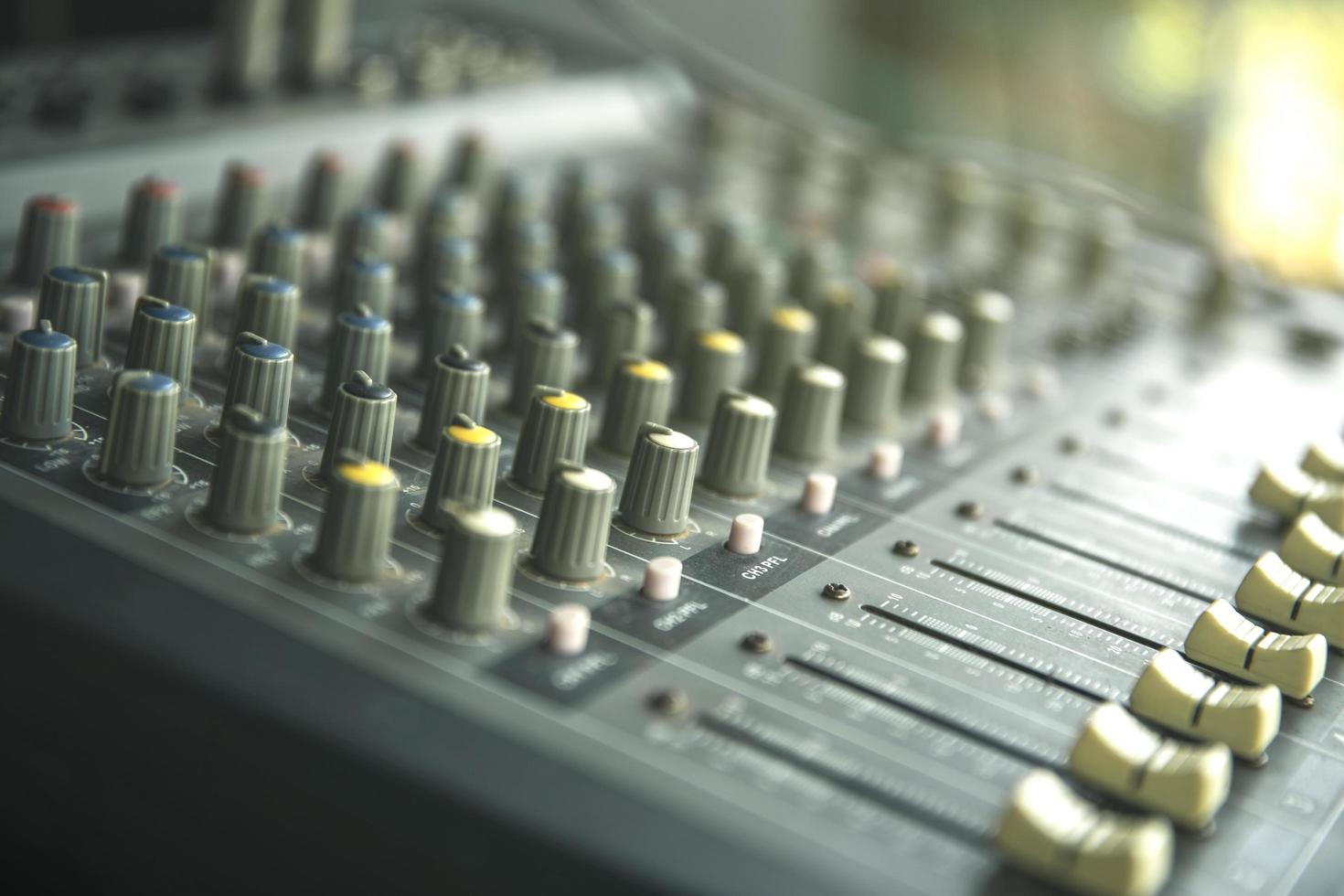 studio d'enregistrement sonore ou panneau de commande du mixeur photo