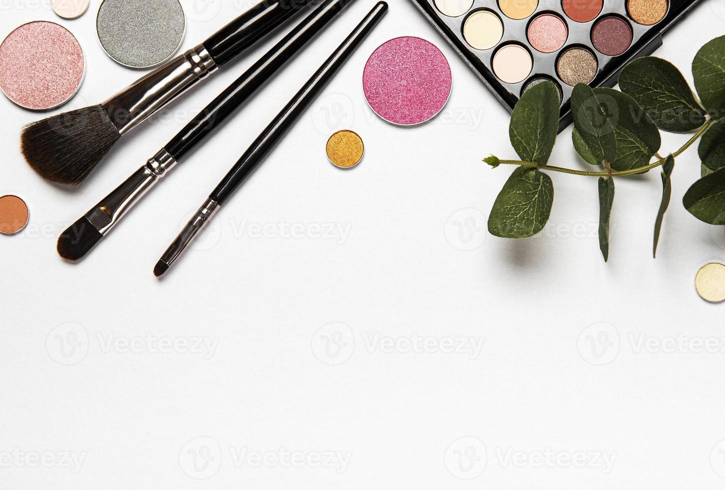 maquillage avec des feuilles photo
