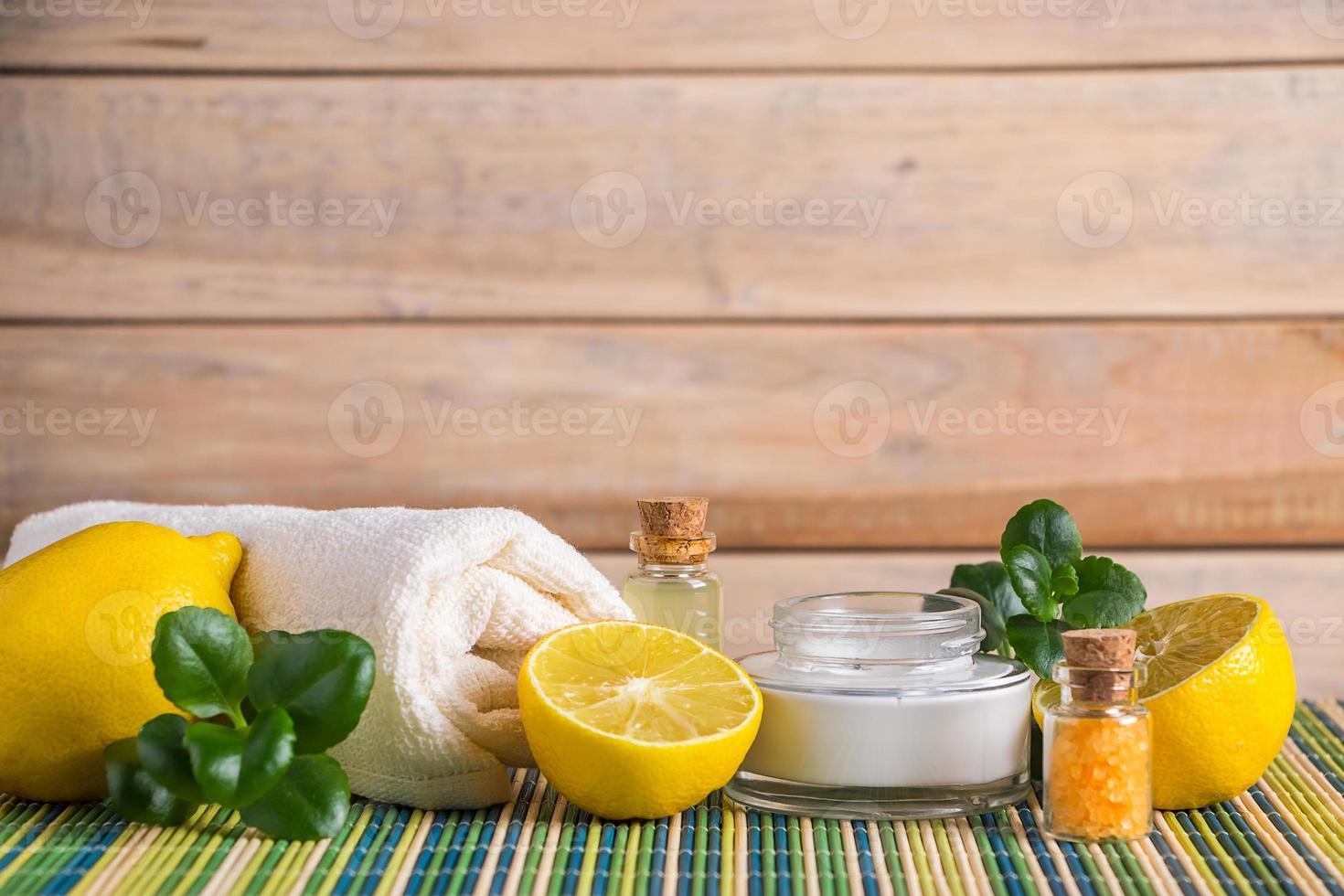cosmétiques écologiques à l'huile de citron photo