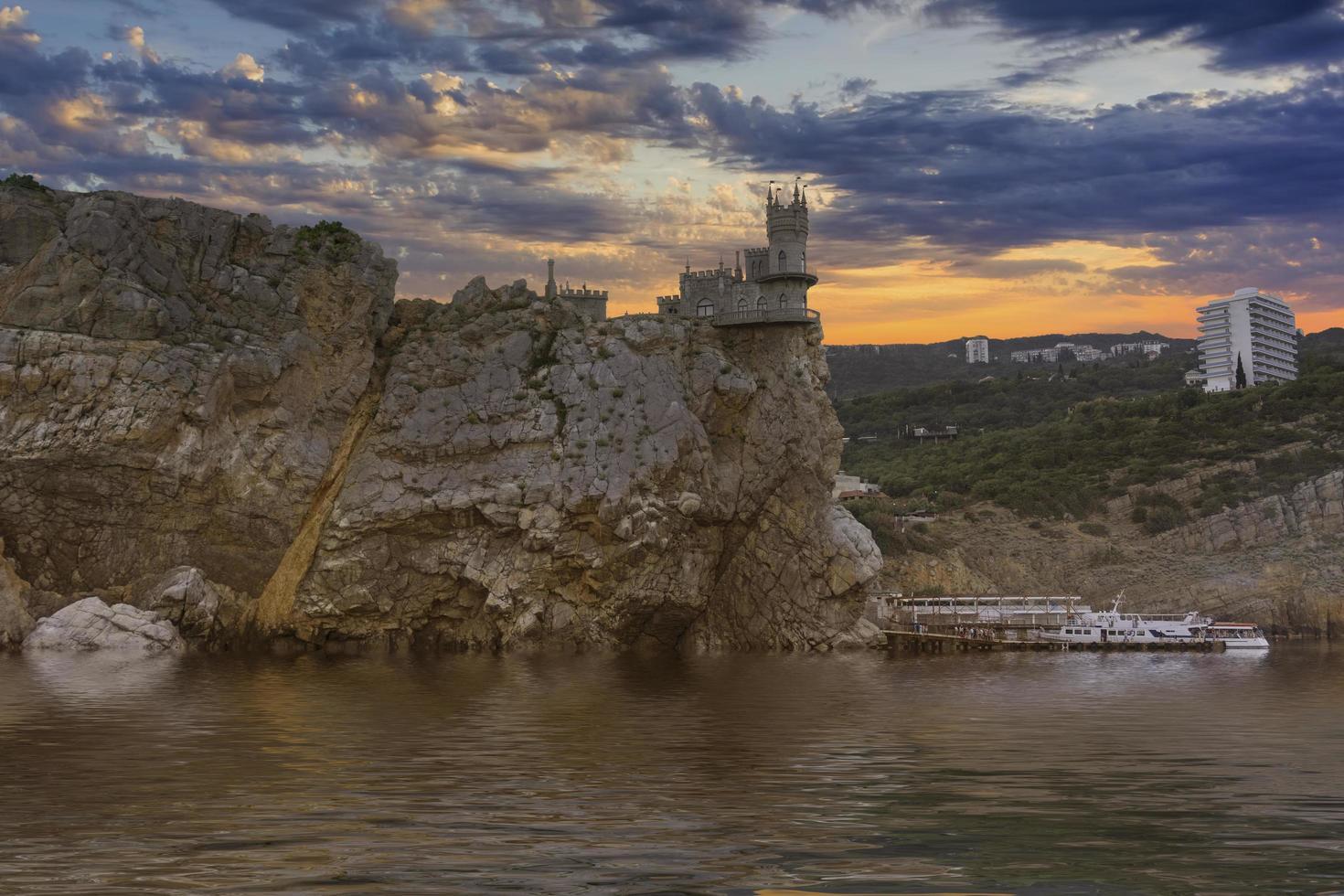 célèbre château de nid d'hirondelle près de yalta photo