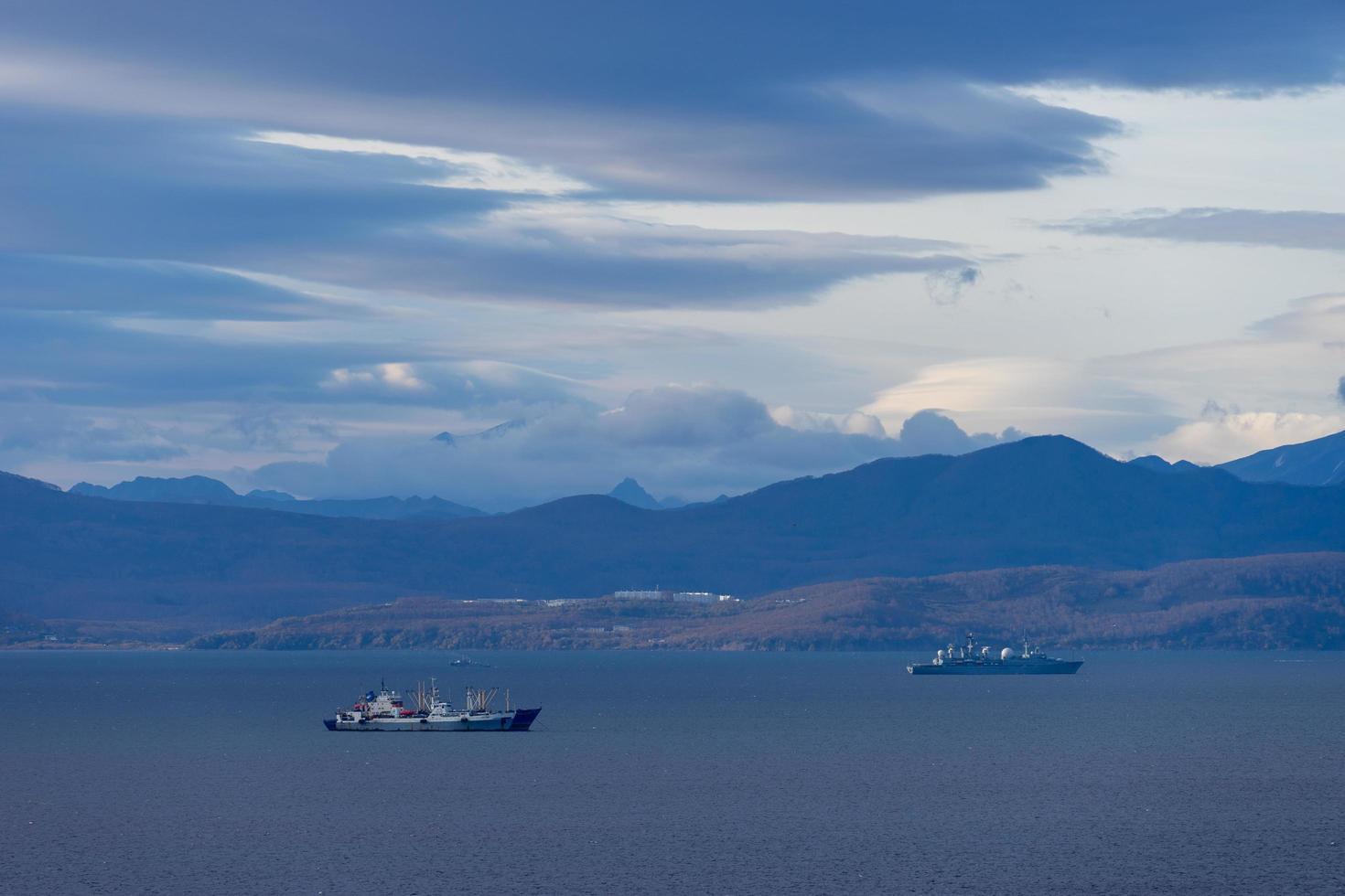paysage marin avec vue sur la baie d'avacha. Petropavlovsk photo
