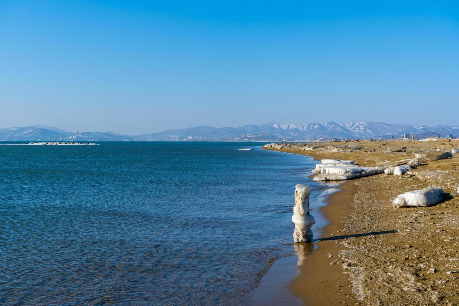 paysage marin avec vue sur la plage de la baie photo