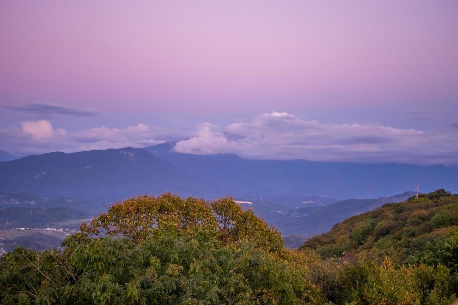 paysage de montagne au coucher du soleil. photo