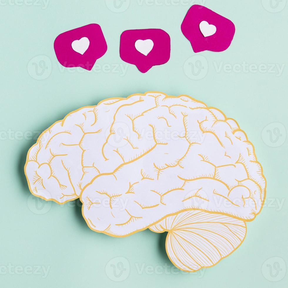 vue de dessus en forme de cerveau en papier photo