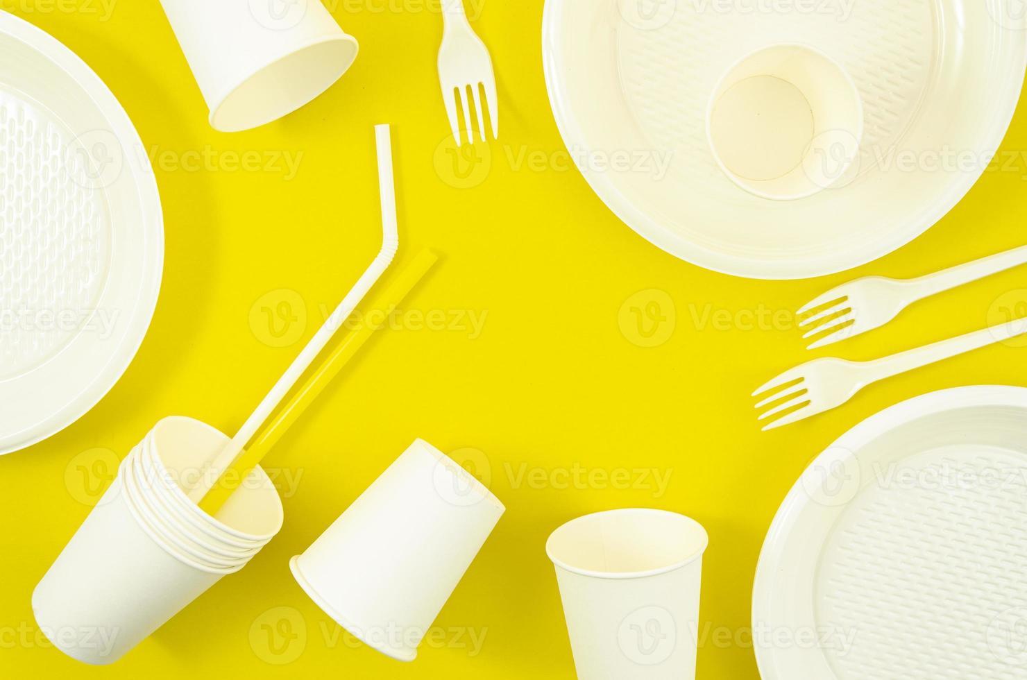 divers vaisselle jetable en plastique blanc photo