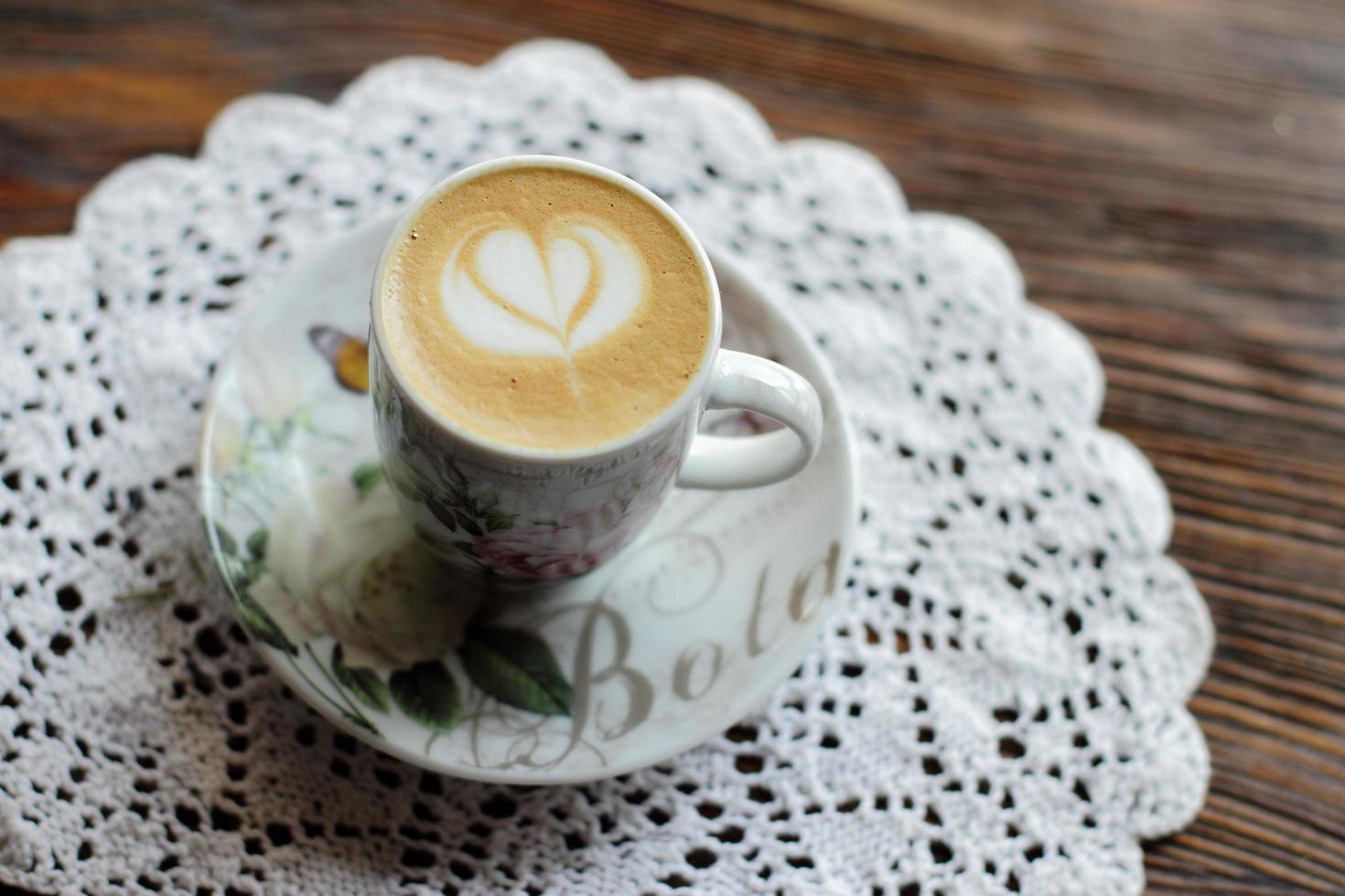 cappuccino sur une table photo