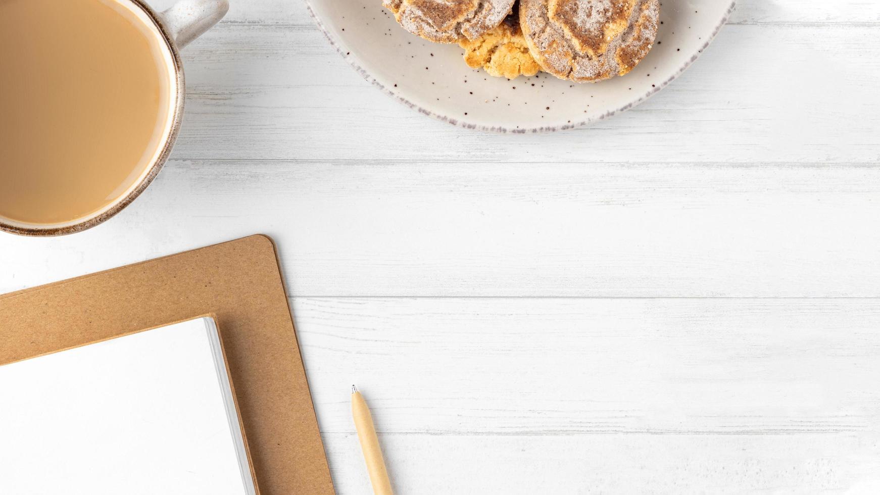 table de petit-déjeuner avec espace copie photo