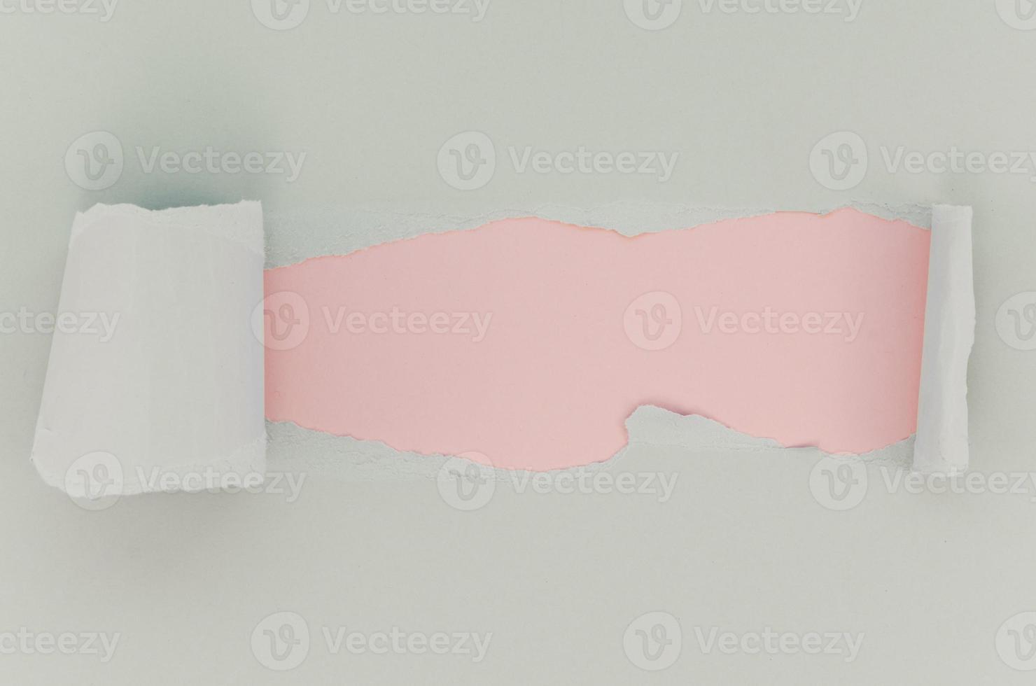 surface de papier déchiré blanc rose photo