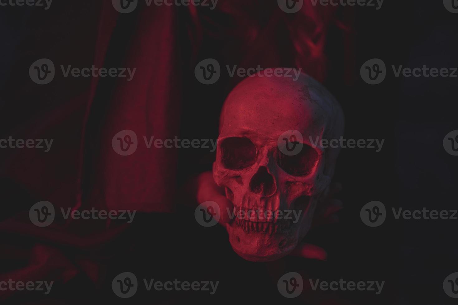 conception de crâne de ciment de lumière rouge pour halloween photo
