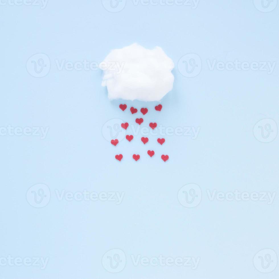 coeurs rouges tombant du nuage photo