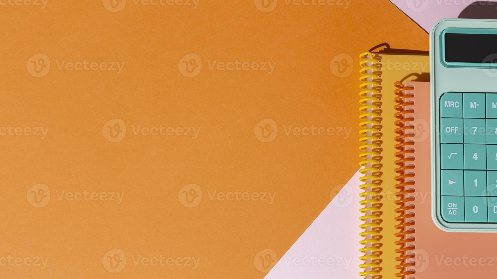 fournitures scolaires sur la composition de la table photo