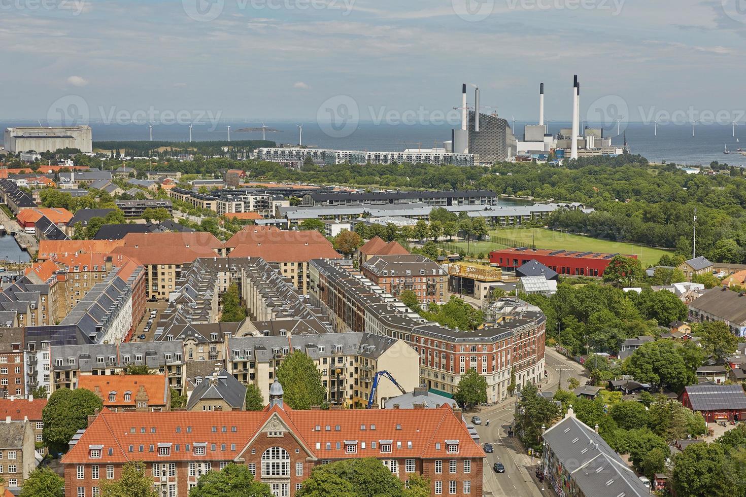 Skyline de la ville scandinave de Copenhague au Danemark pendant une journée nuageuse photo