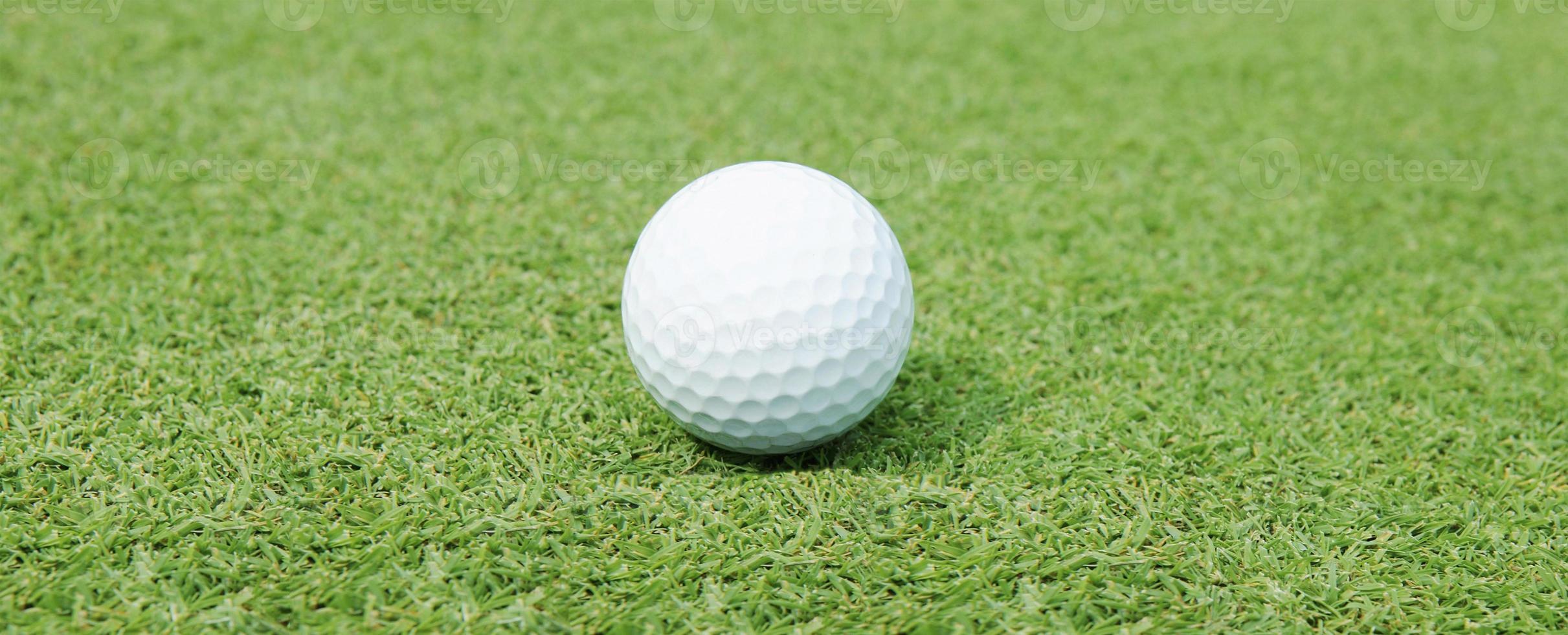 balle de golf gros plan photo