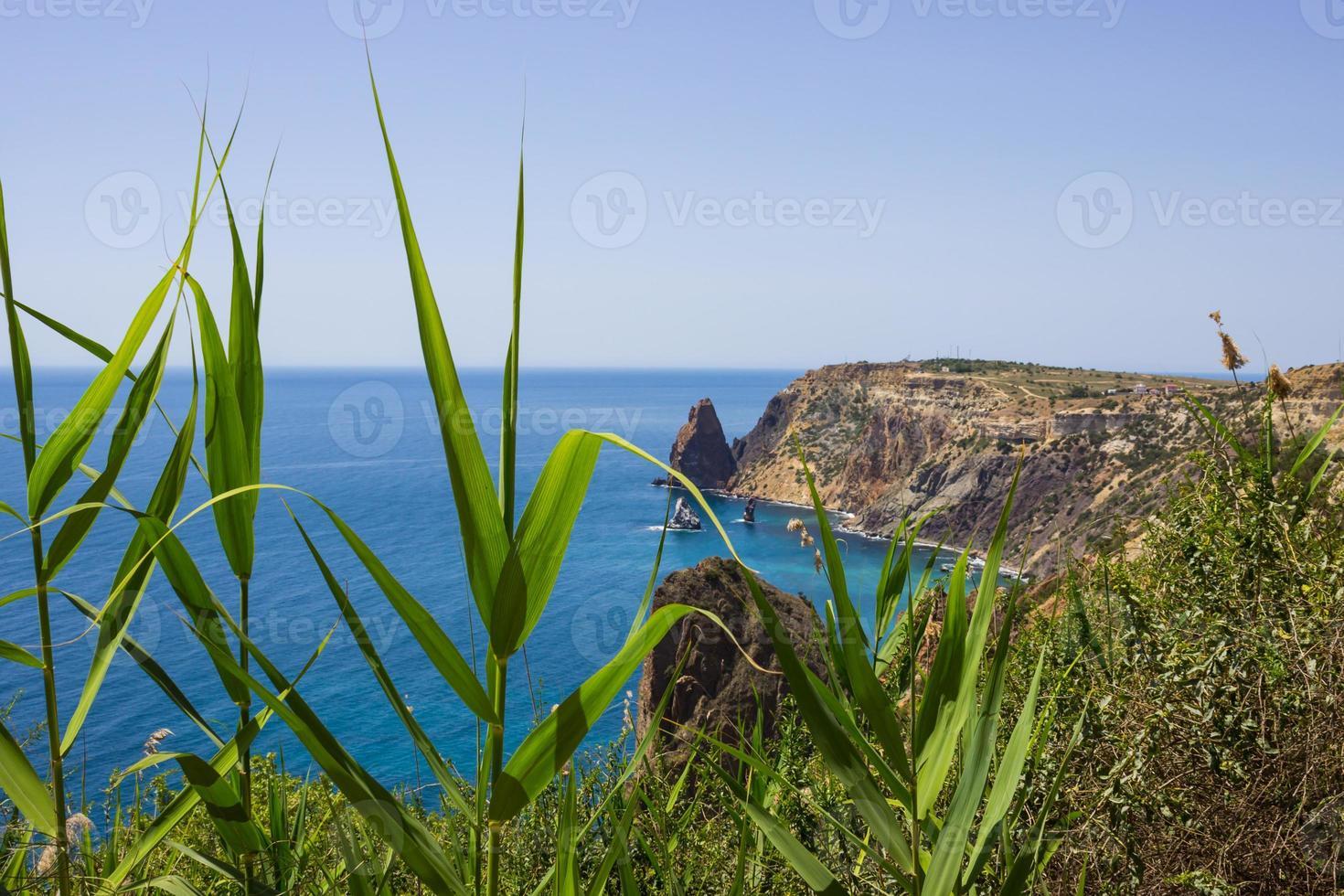 Paysage marin près du cap fiolent à sévastopol en crimée photo