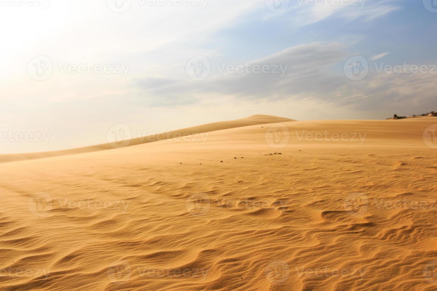 vague sur le désert à mui ne sud vietnam photo