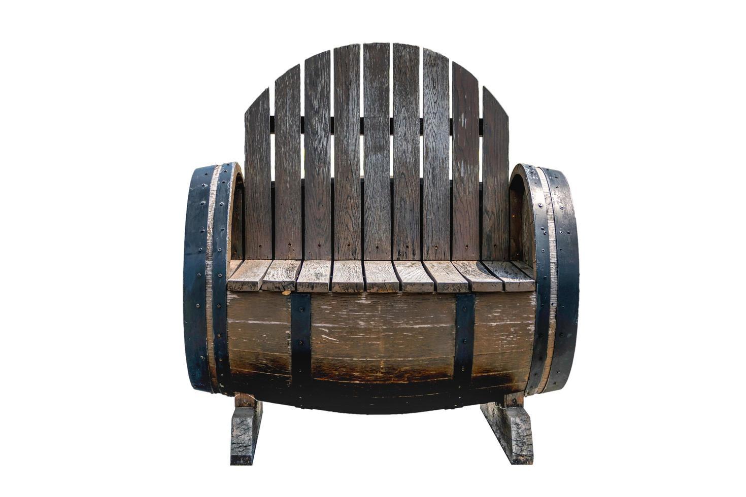 chaise en bois vintage sur fond blanc photo