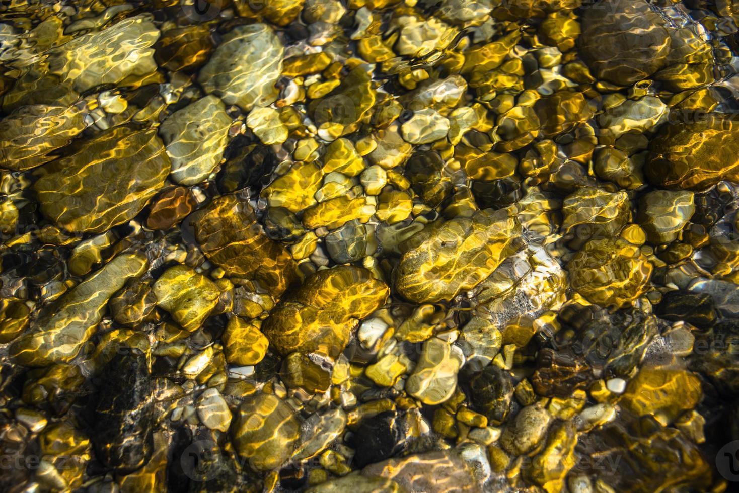 pierres sous l'eau photo