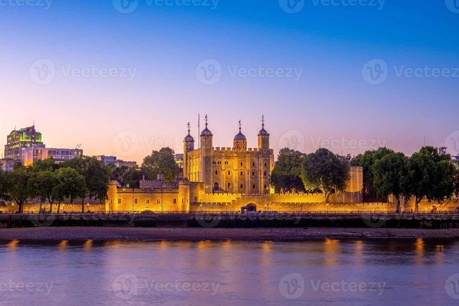 tour de londres la nuit au royaume-uni photo