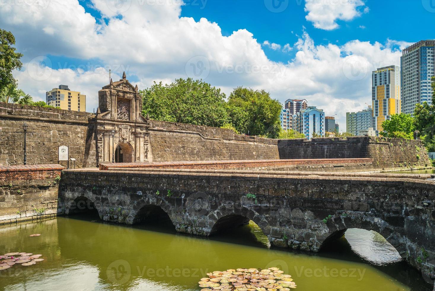 porte principale du fort santiago à manille, philippines photo