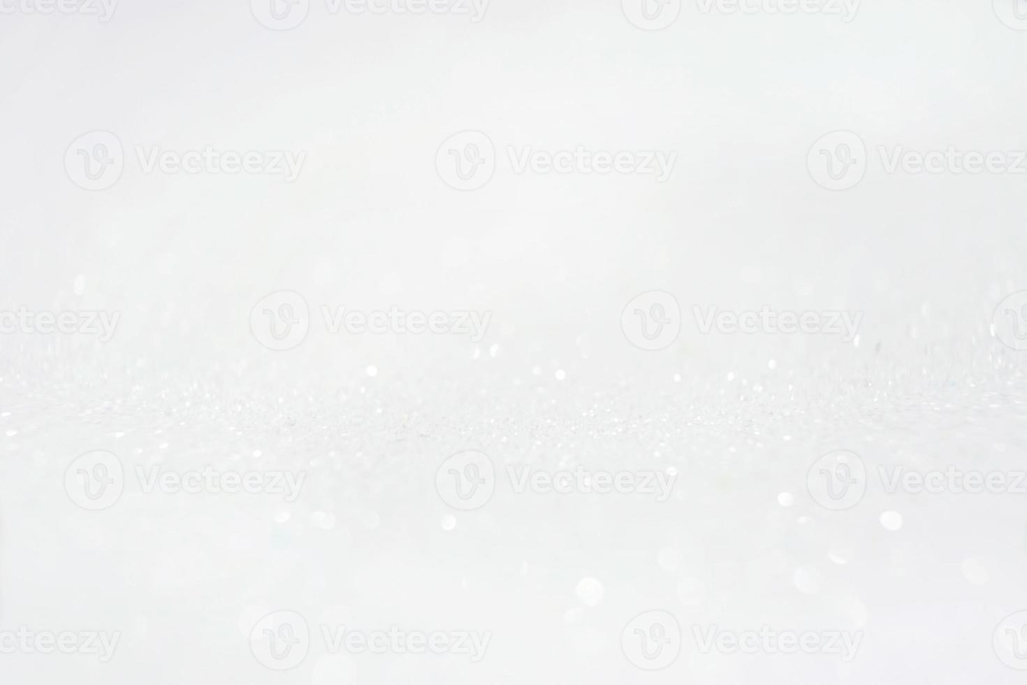 une macro étonnante et magnifique d'une surface de purpurin lueur blanche avec des paillettes et une profondeur de champ photo