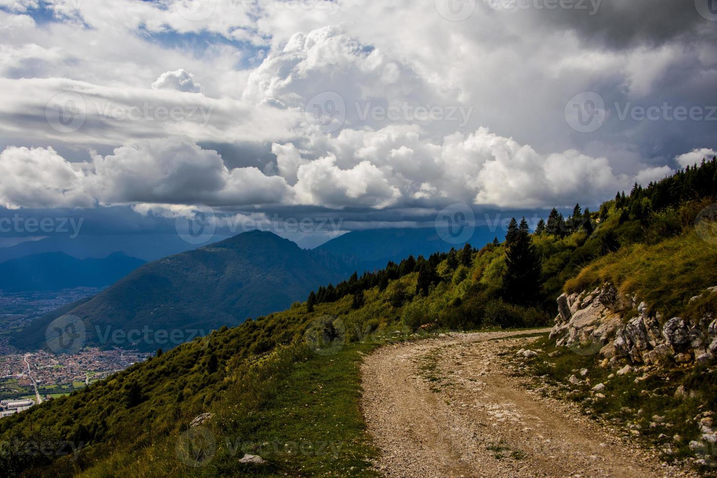 chemin sur une montagne photo