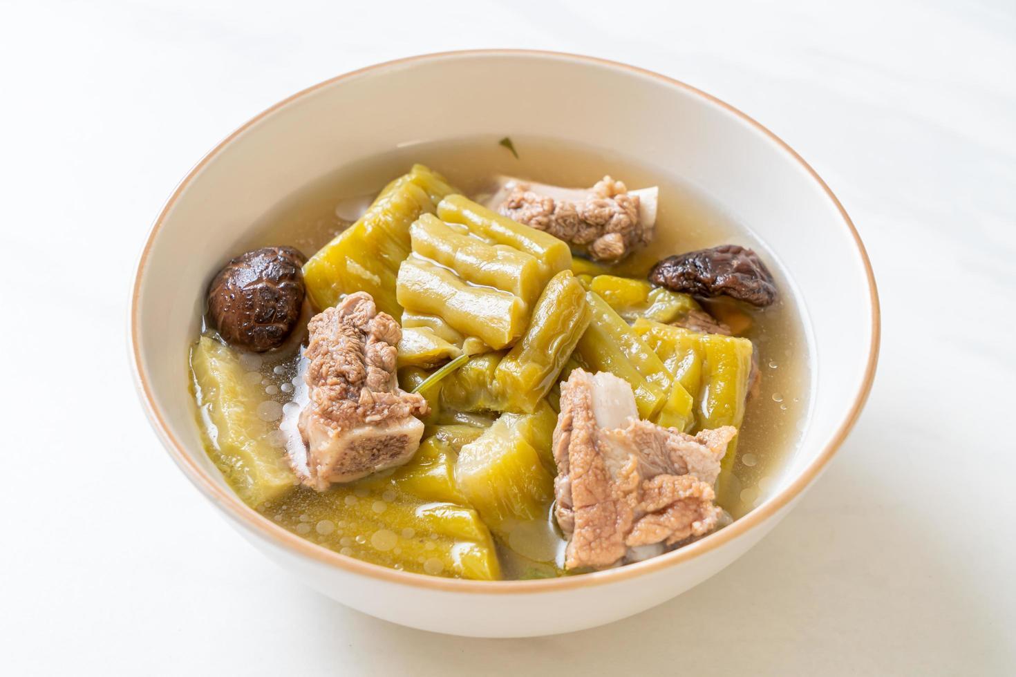 courge amère avec soupe de côtes de porc photo