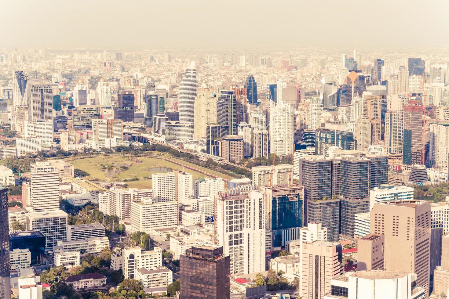 beau paysage urbain avec architecture et bâtiment à bangkok en thaïlande photo