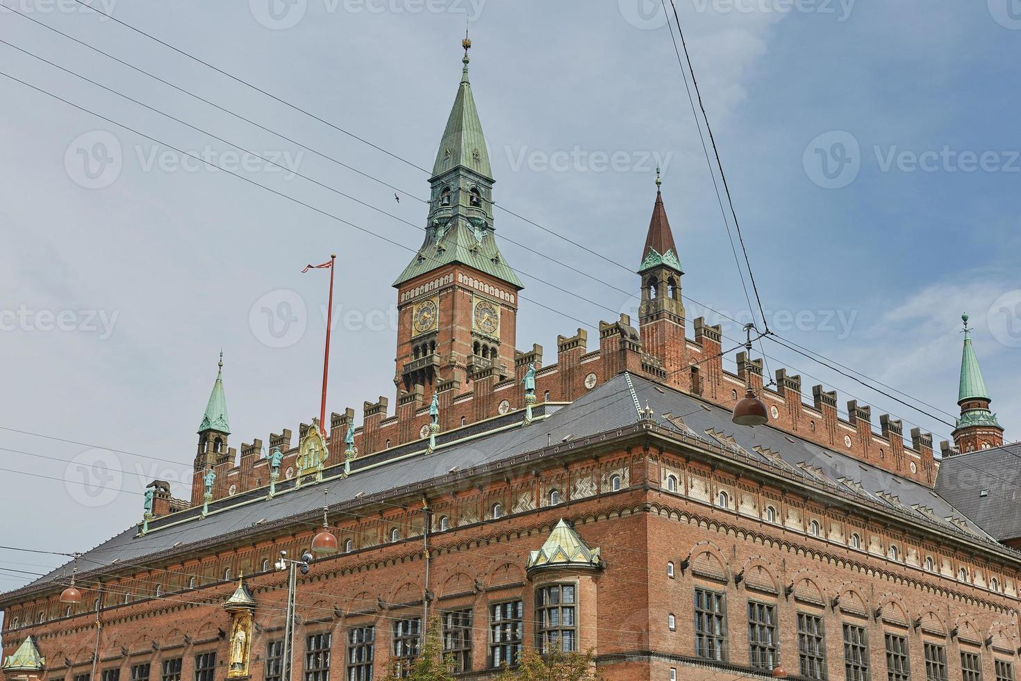 place de l'hôtel de ville de copenhague et bâtiments anciens dans le quartier central, danemark photo