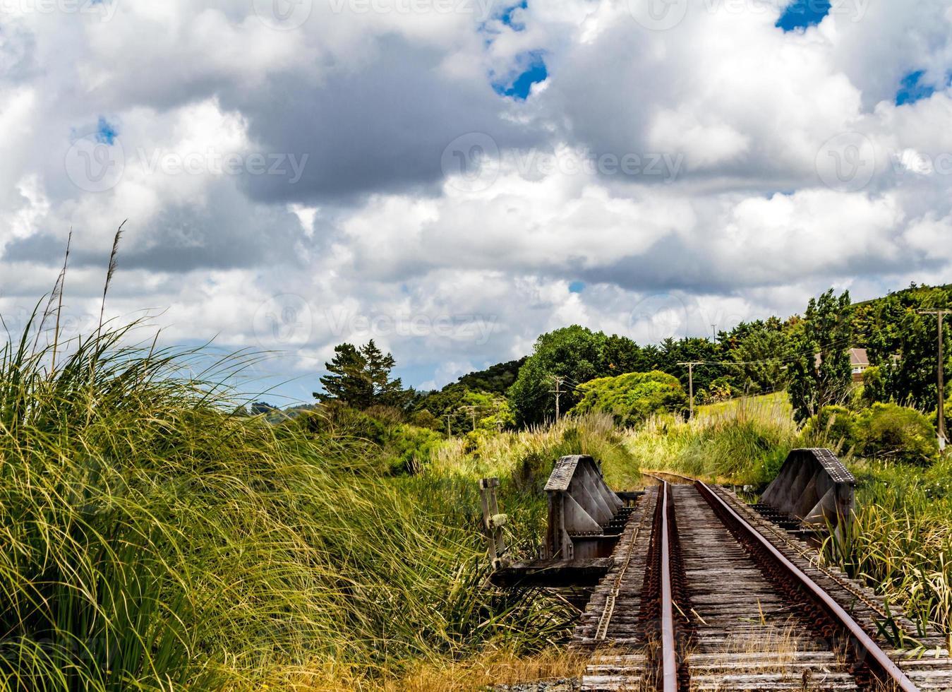 voies ferrées et un tour sur eux. Dargaville, Nouvelle-Zélande photo
