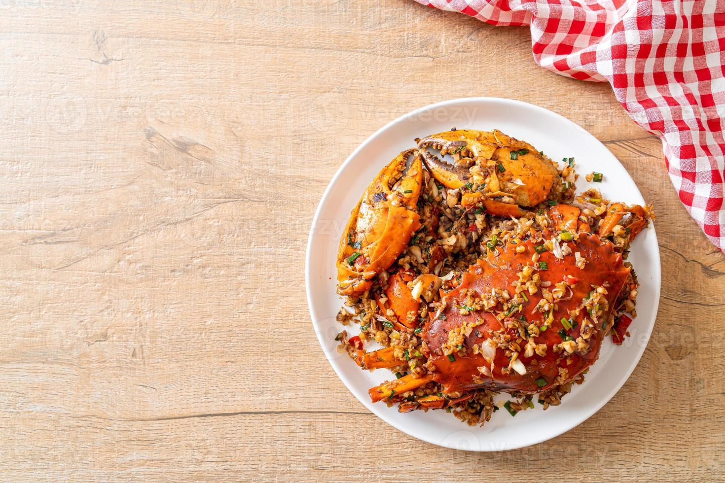 crabe sauté avec sel et poivre épicé photo
