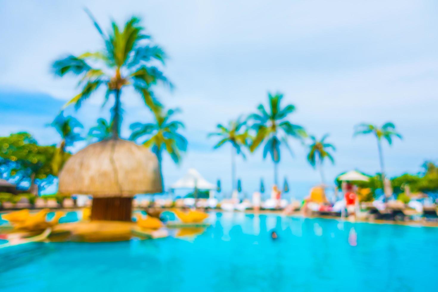 abstrait flou cocotier autour de la piscine photo